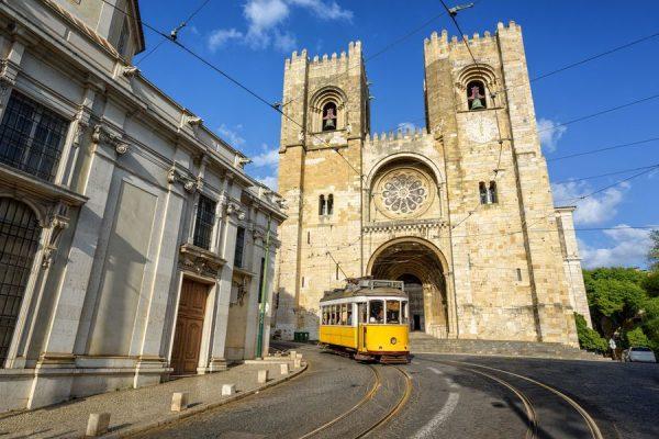 Catedral Lisboa Tranvía Viaje Barato WishAndFly